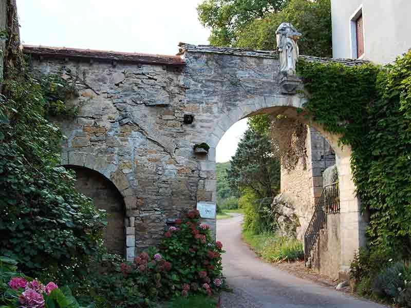 Porche du XVeme siècle à Labussière sur Ouche