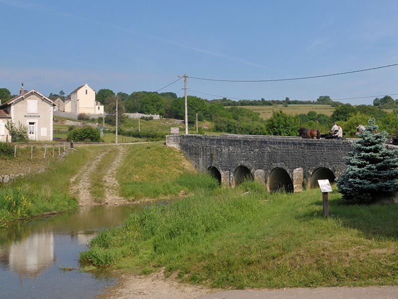 Pont médiéval à Thorey sur Ouche