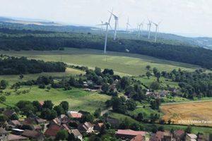Vue aérienne du parc éolien des Portes de côte d'Or à Cussy la Colonne