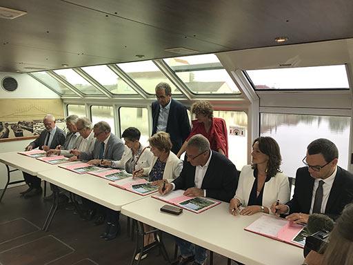 Signature Contrat de Canal de Bourgogne La Billebaude