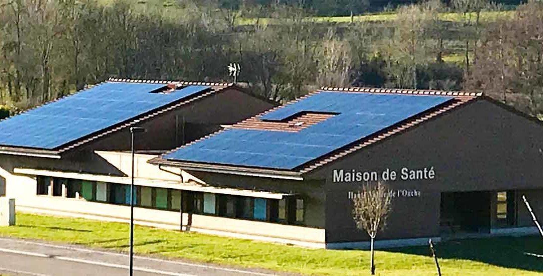 Panneaux photovoltaiques sur le toit de la Maison de santé à Bligny sur Ouche