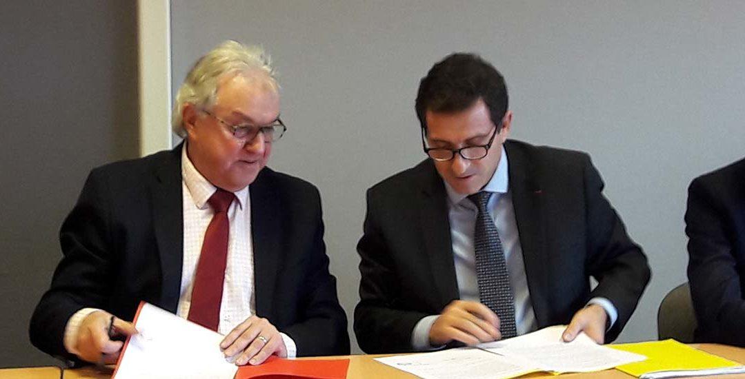 Signature charte réseau proximité finances publiques