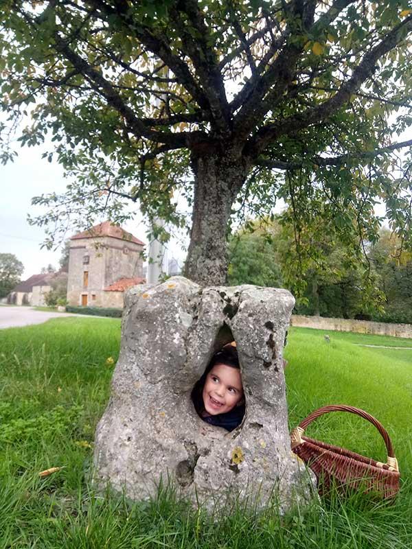 Pierre trouée à Bellenot sous Pouilly