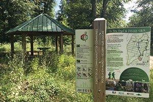 Panneau d'accueil à la forêt de Pierre Saux
